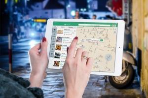 Dakota Electric Association | View Outage Map | Image of woman using Google Maps