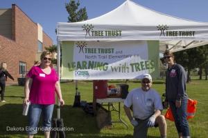 Dakota Electric employees who helped plant trees